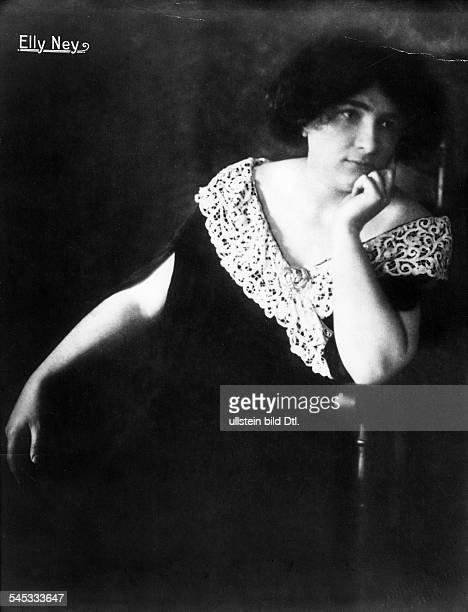 Elly Ney *27091882Musikerin Pianistin DPorträt 1917