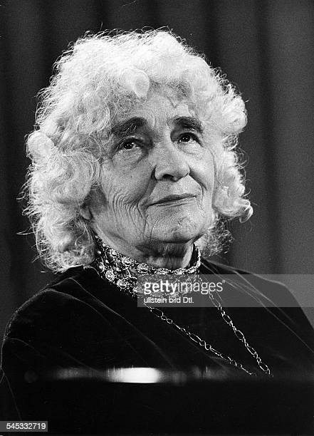 Elly Ney *27091882Musikerin Pianistin DPorträt 1953