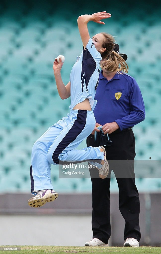 Ellyse Perry bowls during the WNCL Final match between the NSW Breakers and the Queensland Fire at the Sydney Cricket Ground on January 13, 2013 in Sydney, Australia.