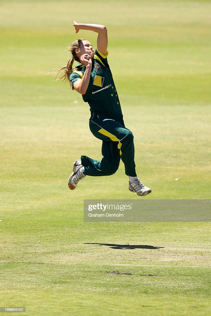 Ellyse Perry of Australia bowls during the Women's International Twenty20 match between the Australian Southern Stars and New Zealand at Junction Oval on January 22, 2013 in Melbourne, Australia.