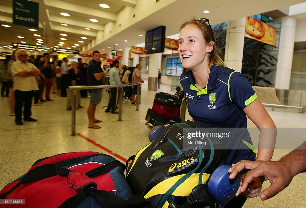 <a gi-track='captionPersonalityLinkClicked' href=/galleries/search?phrase=Ellyse+Perry&family=editorial&specificpeople=4414813 ng-click='$event.stopPropagation()'>Ellyse Perry</a> of the Australian women's cricket team arrives home following their win in the 2013 World Cup at Sydney International Airport on February 21, 2013 in Sydney, Australia.