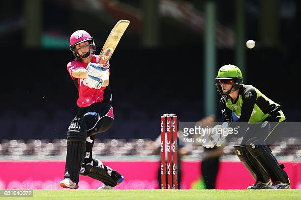 Ellyse Perry of the Sixers bats during the Women's Big Bash League match between the Sydney Sixers and the Sydney Thunder at Sydney Cricket Ground on...
