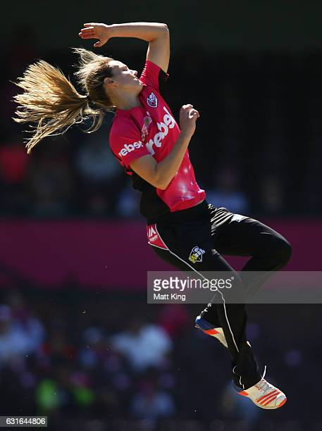 Ellyse Perry of the Sixers bowls during the Women's Big Bash League match between the Sydney Sixers and the Sydney Thunder at Sydney Cricket Ground...