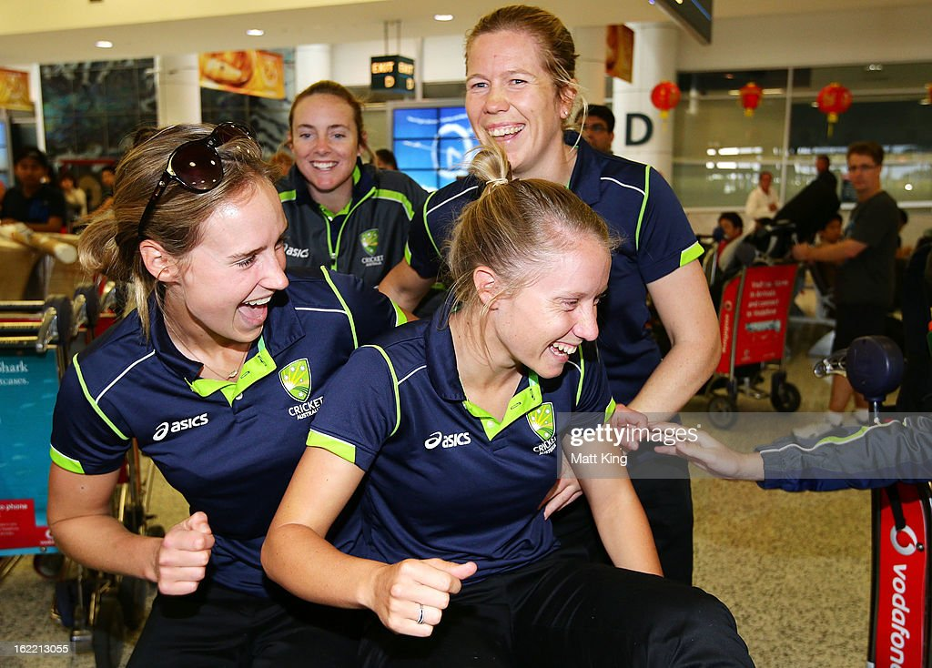 <a gi-track='captionPersonalityLinkClicked' href=/galleries/search?phrase=Ellyse+Perry&family=editorial&specificpeople=4414813 ng-click='$event.stopPropagation()'>Ellyse Perry</a>, Sarah Coyte, Alyssa Healy and <a gi-track='captionPersonalityLinkClicked' href=/galleries/search?phrase=Alex+Blackwell&family=editorial&specificpeople=198941 ng-click='$event.stopPropagation()'>Alex Blackwell</a> of the Australian women's cricket team share a laugh after arriving home following their win in the 2013 World Cup at Sydney International Airport on February 21, 2013 in Sydney, Australia.