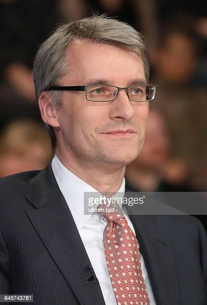 Elmar Theveßen in der ZDFTalkshow 'Maybrit_Illner' am in BerlinThema der Sendung Krieg der Islamisten Hilflos gegen den Terror