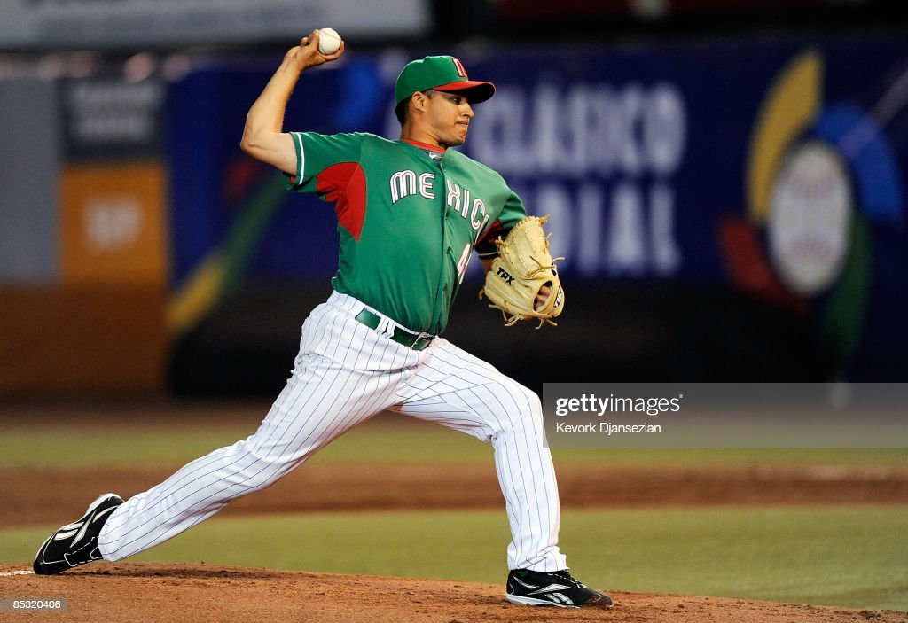 Elmer Dessens #45 of Mexico throws a pitch against South Africa during the 2009 World Baseball Classic Pool B game on March 9, 2009 at the Estadio Foro Sol in Mexico City, Mexico.