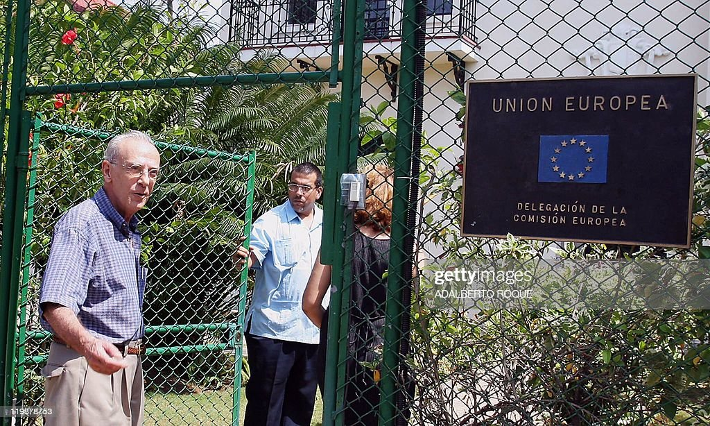 Eloy Gutierrez Menoyo, leader of the moderate opposition movement 'Cuban Change', goes into the European Union's (EU) headquarters in Havana, 25 March 2005 where he will meet with European parliamentarians who arrived in Cuba in a delegation headed by EU development chief, Belgian Louis Michel. The Belgian ex-foreign minister met with representatives of the government and urged Cuba to turn the page on past tensions and start a new dialogue with the European Union. He is also due to meet with non-governmental groups including opponents of President Fidel Castro's rule. Michel's visit comes as part of a new EU outreach to Cuba after it temporarily suspended in January sanctions it had slapped on Havana in June 2003 following a crackdown that saw 75 dissidents jailed for terms of between six and 28 years. AFP PHOTO/Adalberto ROQUE