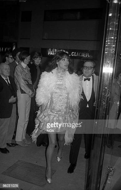Elsa Martinelli Italian actress and Willy Rizzo Italian photographer to the Premiere of 'Romeo and Juliet' of Franco Zeffirelli Paris 1968 HA12854