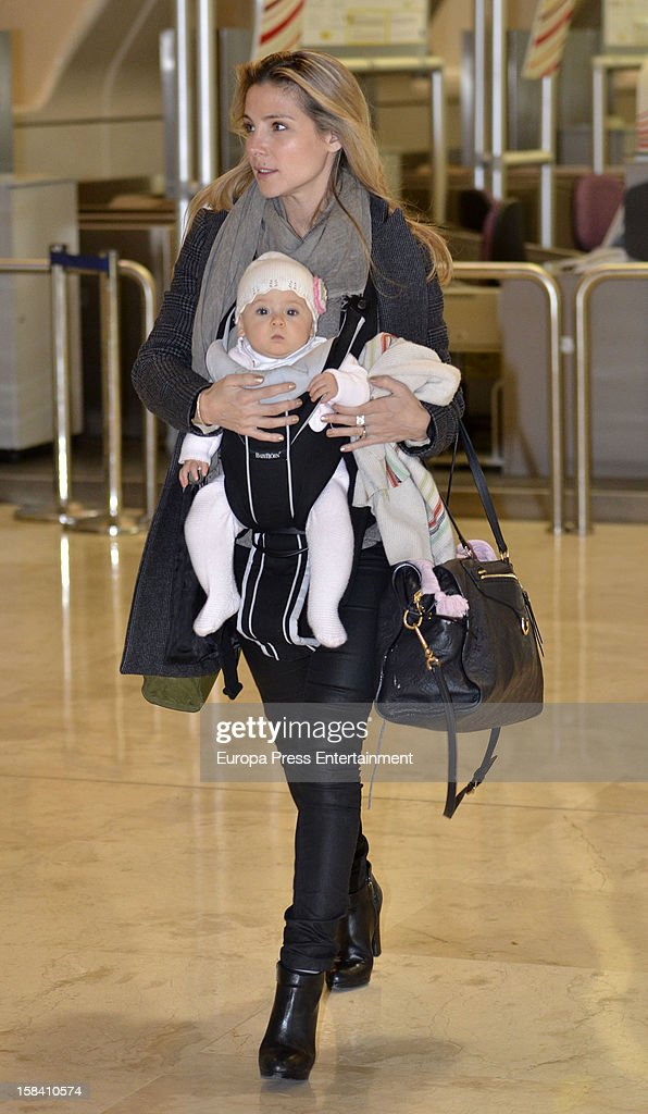 (SPAIN - CANARY ISLANDS OUT) (SPANISH WEEKLY ENTERTAINMENT MAGAZINES OUT) Elsa Pataky and her daughter India Rose Hemsworth are seen on November 29, 2012 in Madrid, Spain.