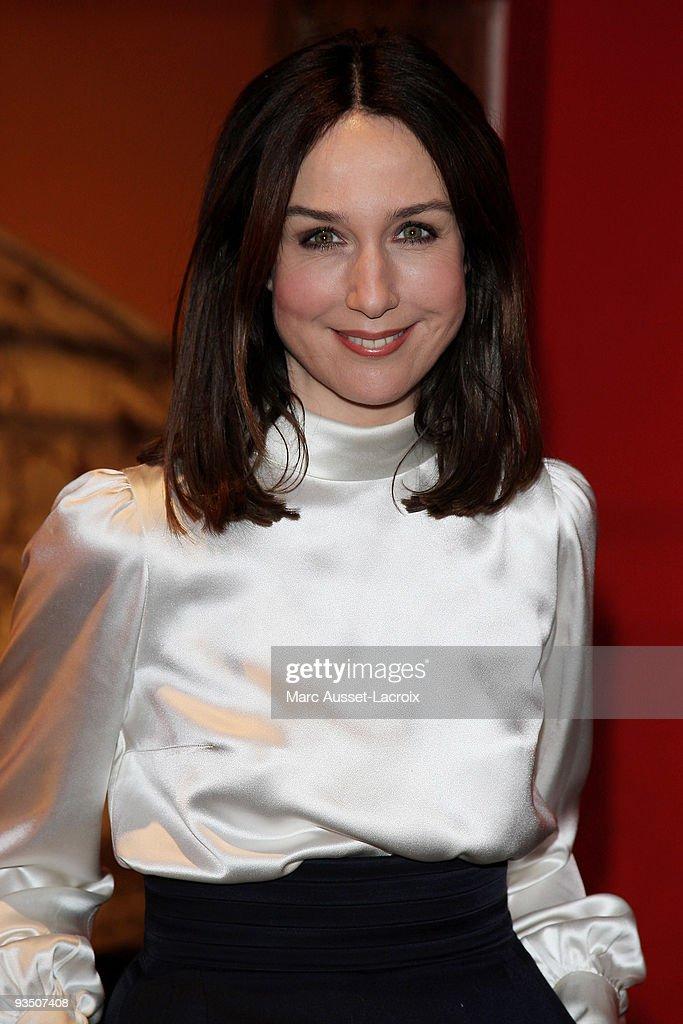 Elsa Zylberstein poses at the premiere of ''La Folle Histoire d'Amour de Simon Eskenazy' at Cinema Gaumont Capucine on November 30 2009 in Paris...