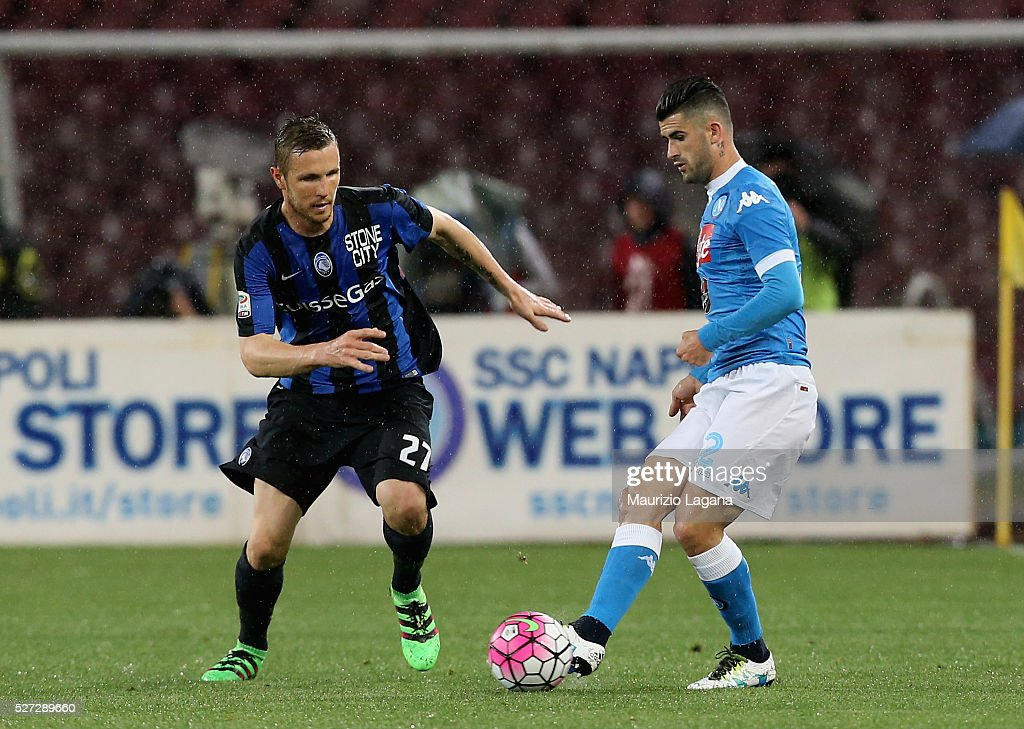 Elseid Hysaj (R) of Napoli competes for the ball with Jasmin Kurtic of Atalanta during the Serie A match between SSC Napoli and Atalanta BC at Stadio San Paolo on May 1, 2016 in Naples, Italy.