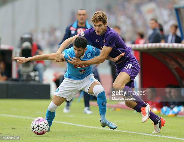 Elseid Hysaj of Napoli competes for the ball with Marcos Alonso of Fiorentina during the Serie A match between SSC Napoli and ACF Fiorentina at...