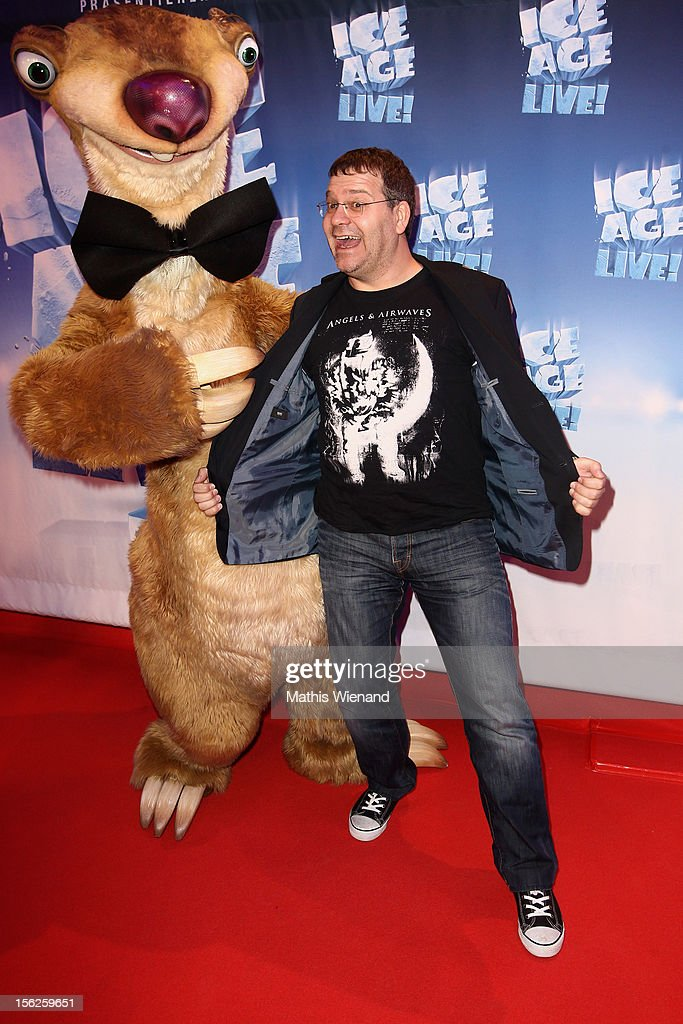 Elton attends the Ice Age Live! gala premiere at ISS Dome on November 12, 2012 in Duesseldorf, Germany.