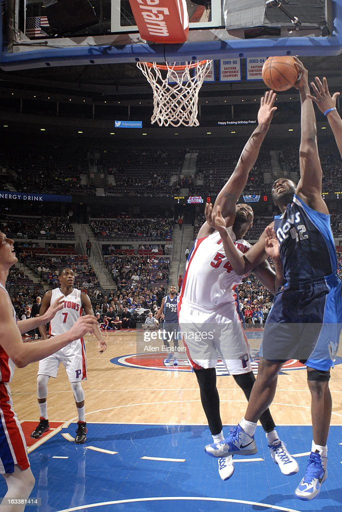 Elton Brand #42 of the Dallas Mavericks goes to the basket against Jason Maxiell #54 of the Detroit Pistons during the game between the Detroit Pistons and the Dallas Mavericks on March 8, 2013 at The Palace of Auburn Hills in Auburn Hills, Michigan.