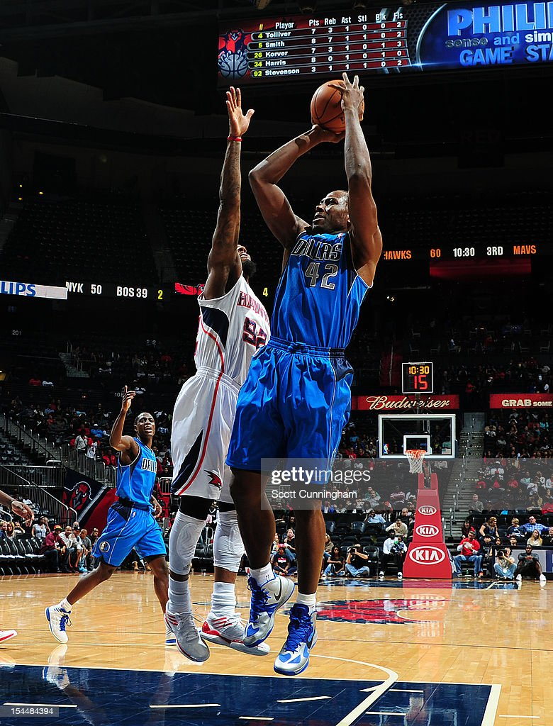 Elton Brand #42 of the Dallas Mavericks shoots against the Atlanta Hawks at Philips Arena on October 20, 2012 in Atlanta, Georgia.