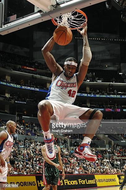 Elton Brand of the Los Angeles Clippers dunks against the Milwaukee Bucks January 23 2007 at Staples Center in Los Angeles California NOTE TO USER...