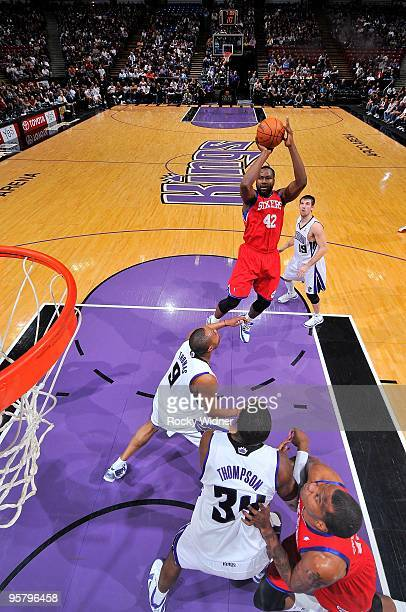 Elton Brand of the Philadelphia 76ers shoots the ball over Kenny Thomas of the Sacramento Kings during the game on December 30 2009 at Arco Arena in...