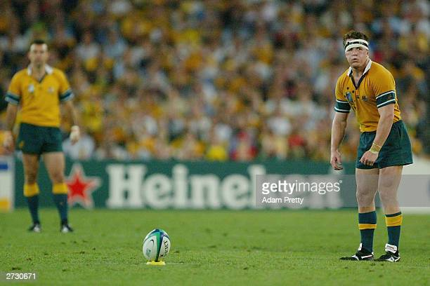 Elton Flatley of Australia in action during the Rugby World Cup SemiFinal match between Australia and New Zealand at Telstra Stadium November 15 2003...