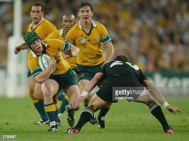 Elton Flatley of the Wallabies in action during the Rugby World Cup SemiFinal match between Australia and New Zealand at Telstra Stadium November 15...