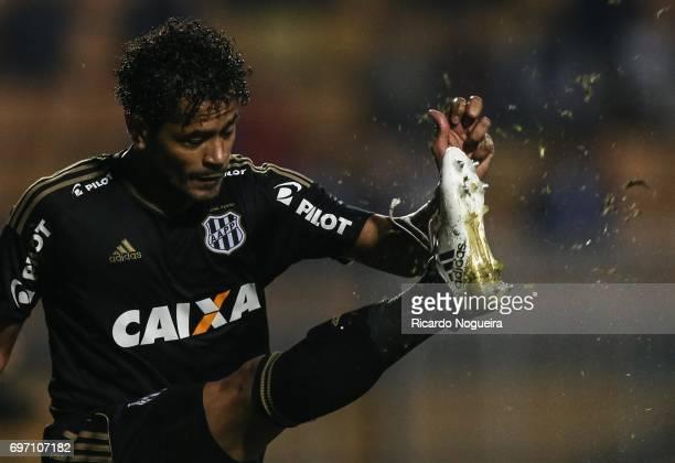 Elton of Ponte Preta in action during the match between Santos and Ponte Preta as a part of Campeonato Brasileiro 2017 at Pacaembu Stadium on June 17...
