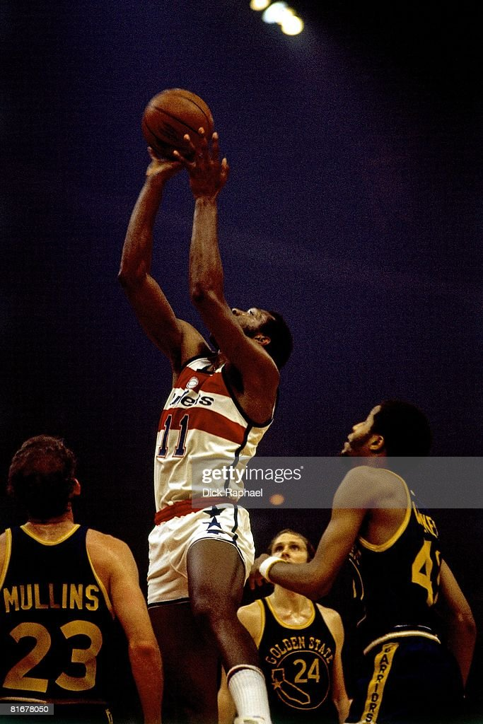 Elvin Hayes of the Washington Bullets goes up for a shot during a game against the Golden State Warriors circa 1975 at the Capitol Center in Landover...