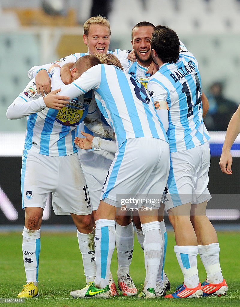 Elvis Abbruscato (2nd R) of Pescara celebrates with his team-mates after scoring the opening goal during the Serie A match between Pescara and Genoa CFC at Adriatico Stadium on December 9, 2012 in Pescara, Italy.