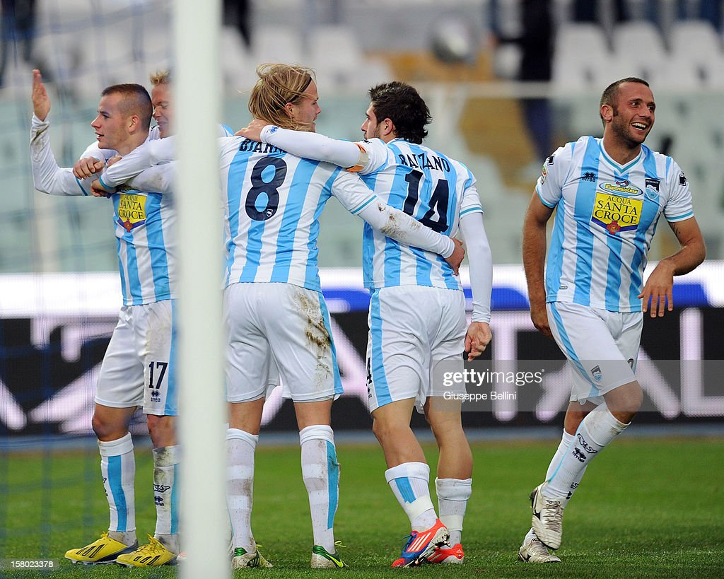Elvis Abbruscato (R) of Pescara celebrates with his team-mates after scoring the opening goal during the Serie A match between Pescara and Genoa CFC at Adriatico Stadium on December 9, 2012 in Pescara, Italy.