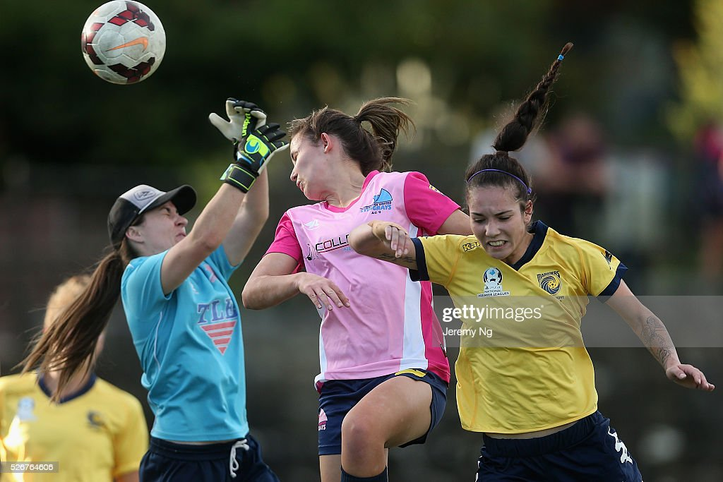 Elyse Finlayson, goalkeeper of the Stingrays and Tiffany Patterson challenge for the ball during the NPL 1 NSW Womens match between North Shore Mariners and Illawarra Stingrays at Northbridge Oval on May 1, 2016 in Sydney, Australia.