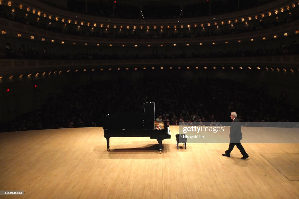 Emanuel Ax performing the music of Copland Haydn Beethoven and Schumann at Carnegie Hall on Thursday night May 17 2012