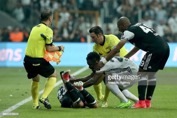 Emanuel Emenike of Fenerbahce argues with Cenk Tosun of Besiktas during Turkish Spor Toto Super Lig soccer match between Besiktas and Fenerbahce at...