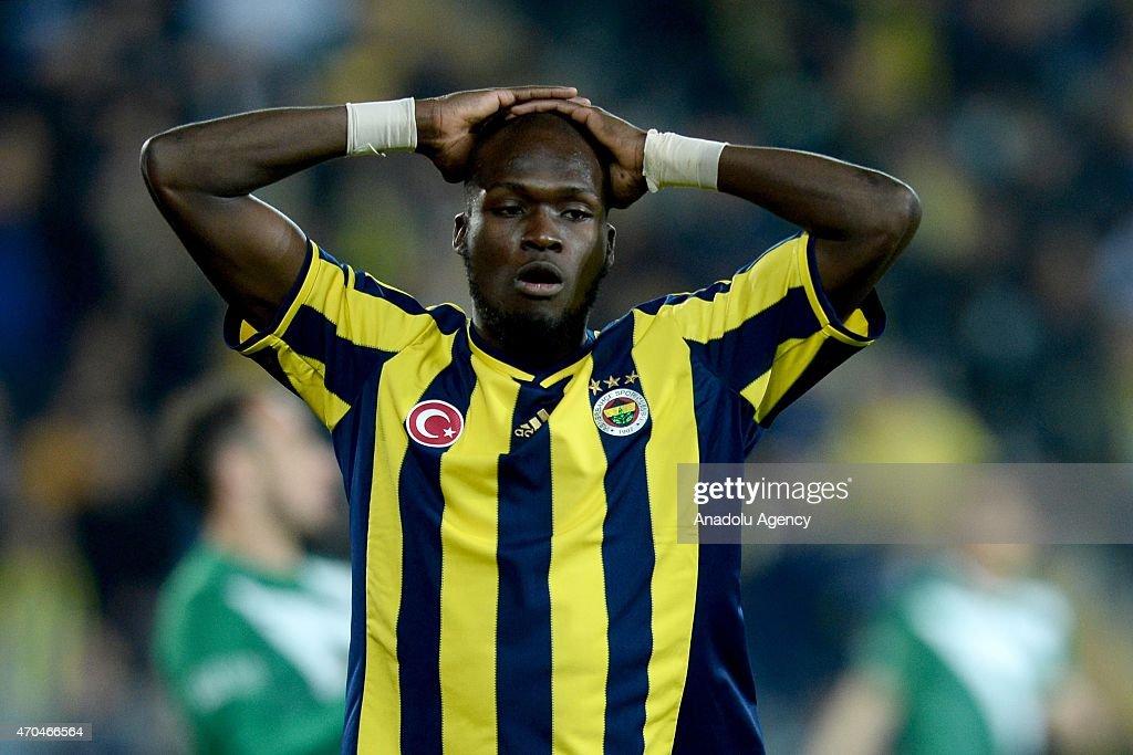 Emanuel Emenike of Fenerbahce (L) gestures during the Turkish Spor Toto Super League football match between Fenerbahce and Bursaspor at Sukru Saracoglu Stadium in Istanbul, Turkey on April 20, 2015.
