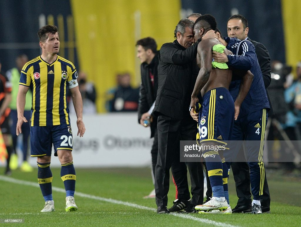 Emanuel Emenike of Fenerbahce (C) reacts after the audience's protest during the Turkish Spor Toto Super League match between Fenerbahce and Besiktas at Sukru Saracoglu Stadium in Istanbul, Turkey on March 22, 2015.