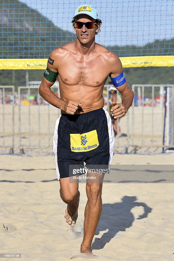 Emanuel in action during a beach volleyball training for the 6th stage of the season 2012/2013 Circuit Bank of Brazil at Copacabana Beach on December 08, 2012 in Rio de Janeiro, Brazil.