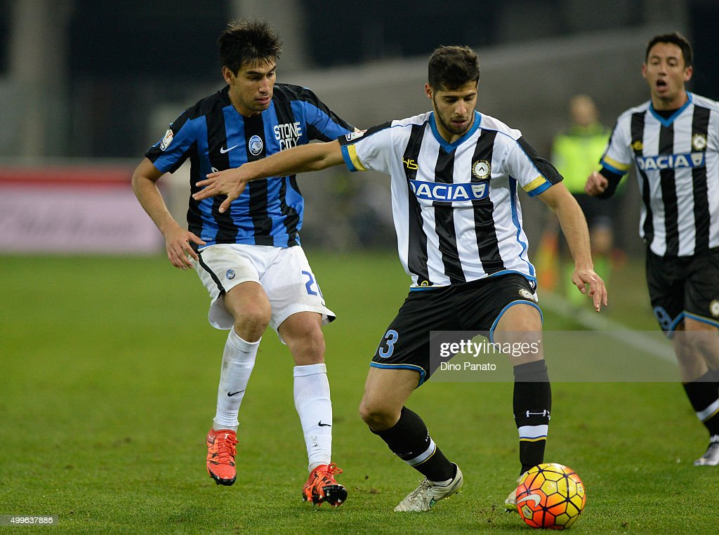 Emanuel Insua (R) of Udinese Calcio competes with <a gi-track='captionPersonalityLinkClicked' href=/galleries/search?phrase=Marcelo+Estigarribia&family=editorial&specificpeople=5356243 ng-click='$event.stopPropagation()'>Marcelo Estigarribia</a> of Atalanta BC during the TIM Cup match between Udinese Calcio and Atalanta BC at Stadio Friuli on December 2, 2015 in Udine, Italy.