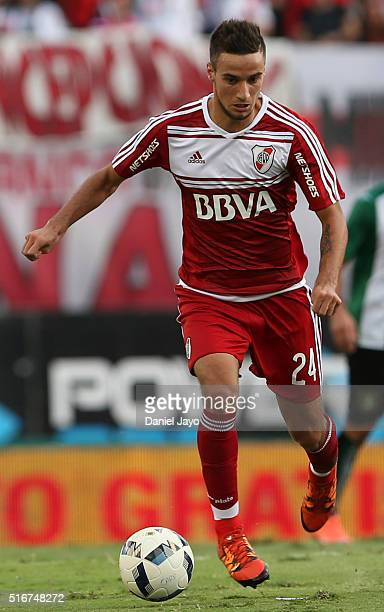 Emanuel Mammana of River Plate plays the ball during a match between River Plate and Banfield as part of round 8 of Torneo Transicion 2016 at...