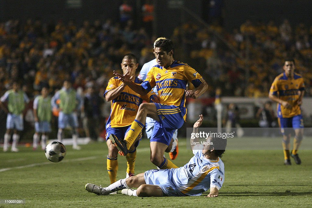 Emanuel Viniegra (L) of Tigres struggles for the ball with Osmar Mares (R) of San Luis during the Clausura 2011 Tournament in the Mexican Football League at Universitary Stadium on March 12, 2011 in Monterrey, Mexico.