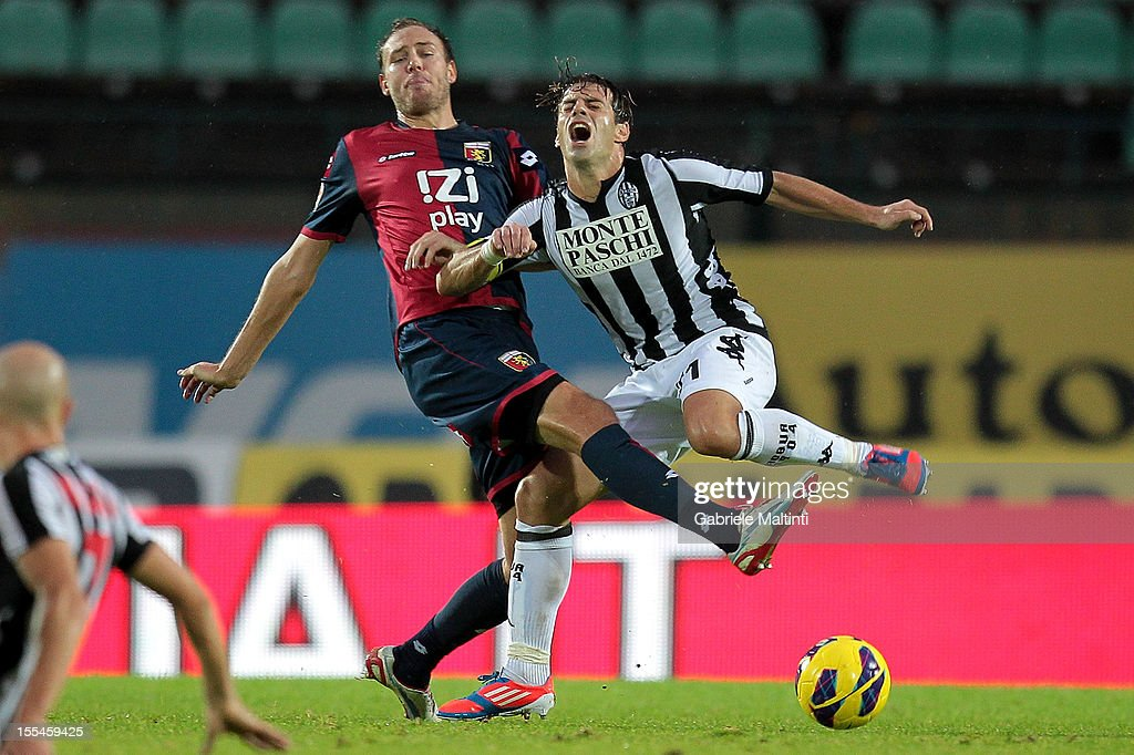 Emanuele Calaio' of AC Siena fights for the ball with <a gi-track='captionPersonalityLinkClicked' href=/galleries/search?phrase=Andreas+Granqvist&family=editorial&specificpeople=3016250 ng-click='$event.stopPropagation()'>Andreas Granqvist</a> of Genoa CFC during the Serie A match between AC Siena and Genoa CFC at Stadio Artemio Franchi on November 4, 2012 in Siena, Italy.