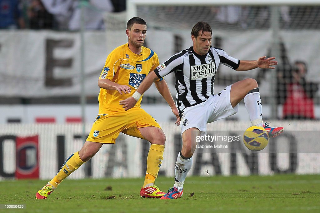 Emanuele Calaio' of AC Siena fights for the ball with Uros Cosic of Pescara during the Serie A match between AC Siena and Pescara at Stadio Artemio Franchi on November 18, 2012 in Siena, Italy.