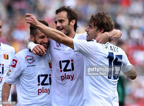Emanuele Calaio' of Genoa celebrates after scoring the goal 11 during the Serie A match between US Sassuolo Calcio and Genoa CFC at Mapei Stadium on...