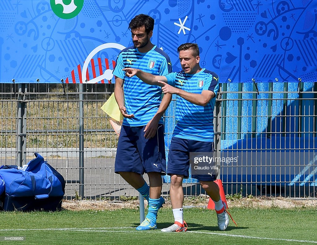 <a gi-track='captionPersonalityLinkClicked' href=/galleries/search?phrase=Emanuele+Giaccherini&family=editorial&specificpeople=6675873 ng-click='$event.stopPropagation()'>Emanuele Giaccherini</a> (R) and <a gi-track='captionPersonalityLinkClicked' href=/galleries/search?phrase=Marco+Parolo&family=editorial&specificpeople=6474753 ng-click='$event.stopPropagation()'>Marco Parolo</a> of Italy chat during the training session at 'Bernard Gasset' Training Center on July 01, 2016 in Montpellier, France.