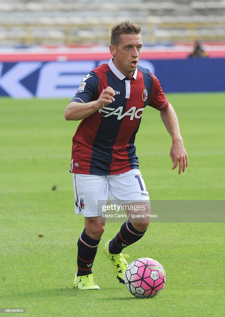 <a gi-track='captionPersonalityLinkClicked' href=/galleries/search?phrase=Emanuele+Giaccherini&family=editorial&specificpeople=6675873 ng-click='$event.stopPropagation()'>Emanuele Giaccherini</a> # 17 of Bologna FC in action during the Serie A match between Bologna FC and Udinese Calcio at Stadio Renato Dall'Ara on September 27, 2015 in Bologna, Italy.