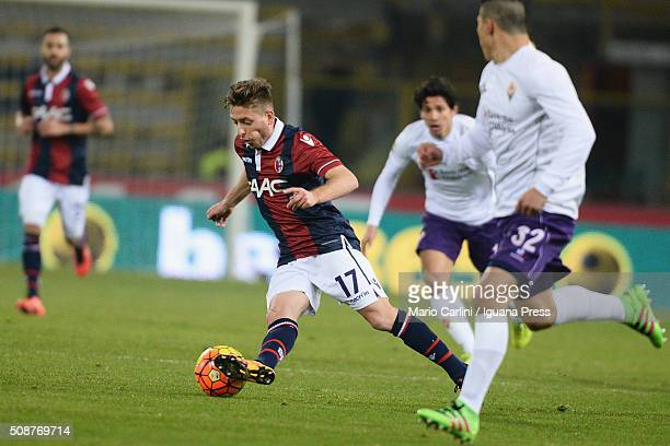Emanuele Giaccherini of Bologna FC in action during the Serie A match between Bologna FC and ACF Fiorentina at Stadio Renato Dall'Ara on February 6...