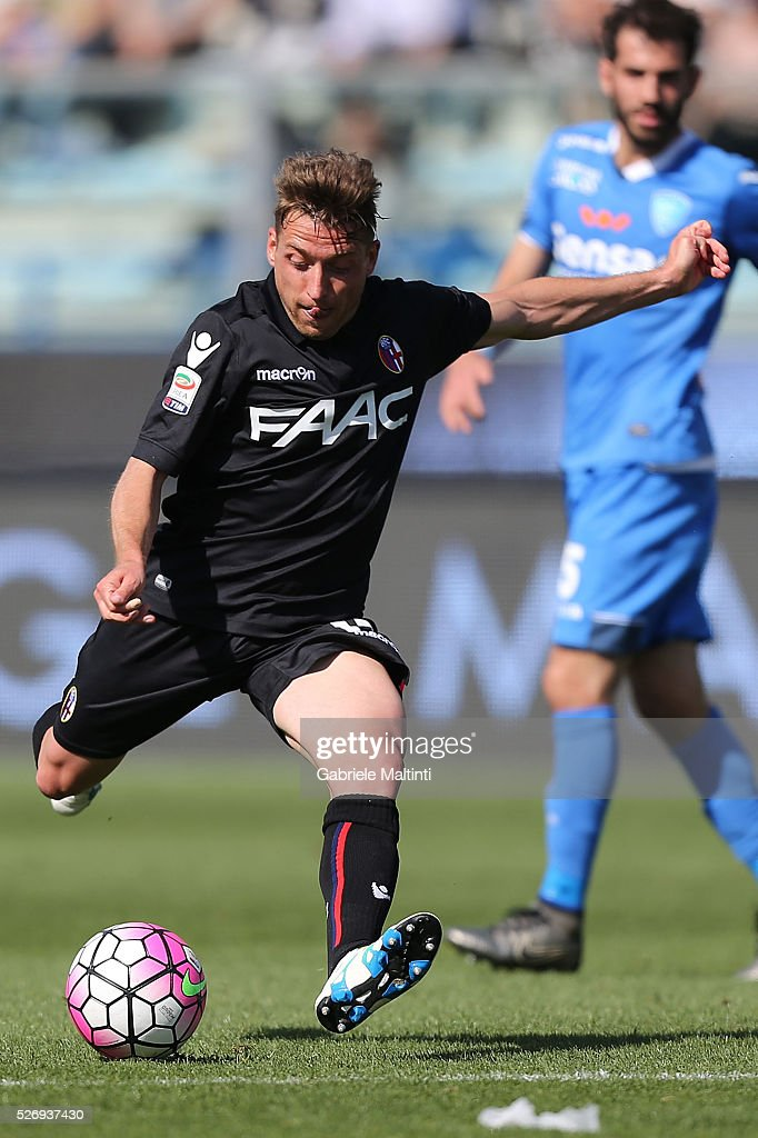 Emanuele Giaccherini of Bologna FC in action during the Serie A match between Empoli FC and Bologna FC at Stadio Carlo Castellani on May 1, 2016 in Empoli, Italy.