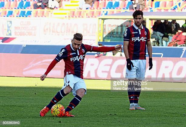 Emanuele Giaccherini of Bologna FC scores the opening goal during the Serie A match between Bologna FC and SS Lazio at Stadio Renato Dall'Ara on...