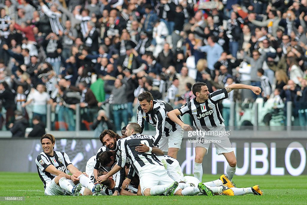 Emanuele Giaccherini (C) of FC Juventus celebrates with his team mates after scoring during the Serie A match between FC Juventus and Calcio Catania at Juventus Arena on March 10, 2013 in Turin, Italy.