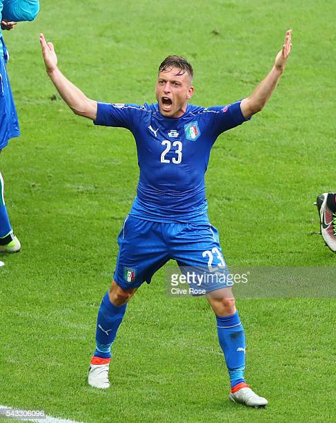 Emanuele Giaccherini of Italy celebrates his team's second goal during the UEFA EURO 2016 round of 16 match between Italy and Spain at Stade de...