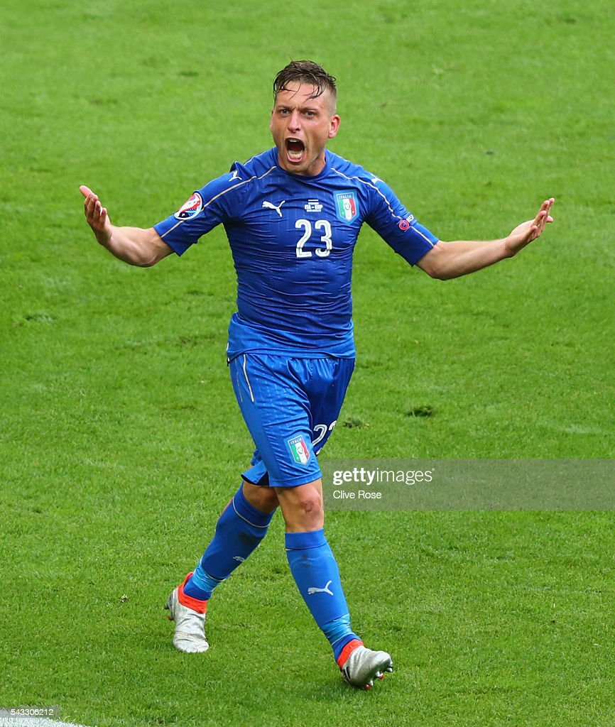 <a gi-track='captionPersonalityLinkClicked' href=/galleries/search?phrase=Emanuele+Giaccherini&family=editorial&specificpeople=6675873 ng-click='$event.stopPropagation()'>Emanuele Giaccherini</a> of Italy celebrates his team's second goal during the UEFA EURO 2016 round of 16 match between Italy and Spain at Stade de France on June 27, 2016 in Paris, France.