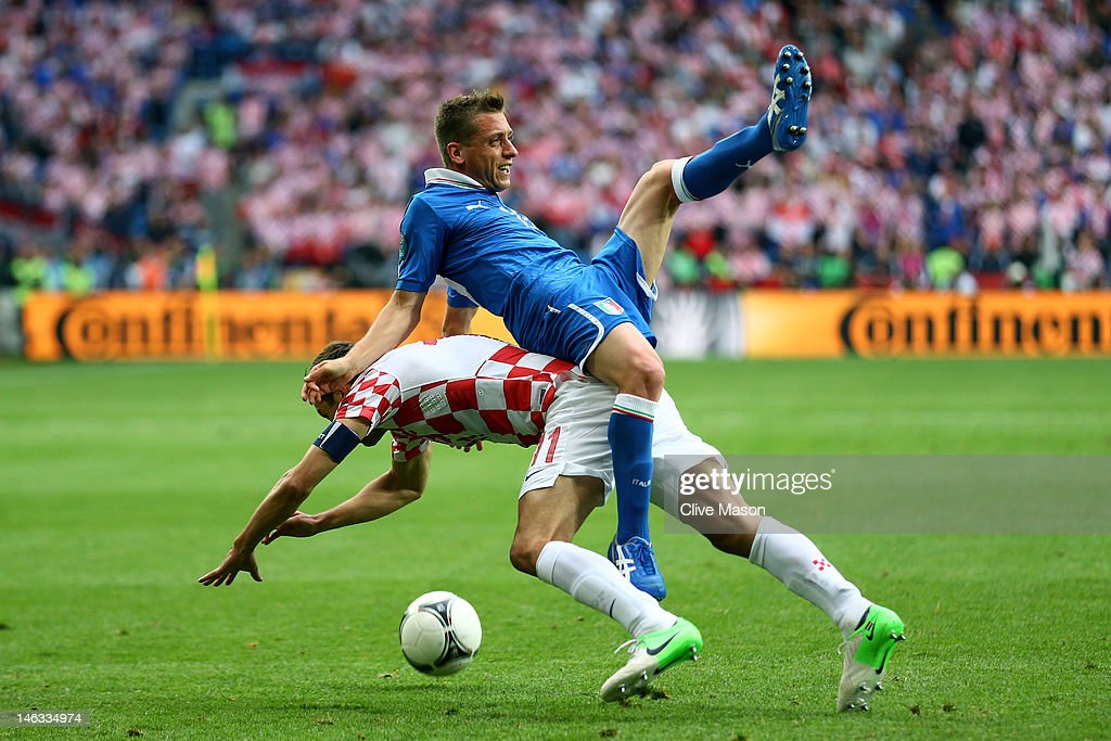 <a gi-track='captionPersonalityLinkClicked' href=/galleries/search?phrase=Emanuele+Giaccherini&family=editorial&specificpeople=6675873 ng-click='$event.stopPropagation()'>Emanuele Giaccherini</a> of Italy clashes with <a gi-track='captionPersonalityLinkClicked' href=/galleries/search?phrase=Darijo+Srna&family=editorial&specificpeople=546578 ng-click='$event.stopPropagation()'>Darijo Srna</a> of Croatia during the UEFA EURO 2012 group C match between Italy and Croatia at The Municipal Stadium on June 14, 2012 in Poznan, Poland.