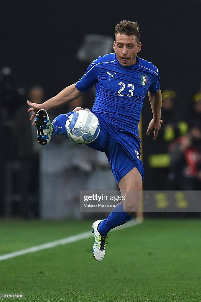 <a gi-track='captionPersonalityLinkClicked' href=/galleries/search?phrase=Emanuele+Giaccherini&family=editorial&specificpeople=6675873 ng-click='$event.stopPropagation()'>Emanuele Giaccherini</a> of Italy controls the ball during the international friendly match between Italy and Spain at Stadio Friuli on March 24, 2016 in Udine, Italy.
