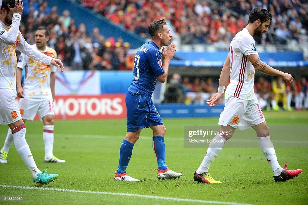 Emanuele Giaccherini of Italy looks dejected during the European Championship match Round of 16 between Italy and Spain at Stade de France on June 27, 2016 in Paris, France.